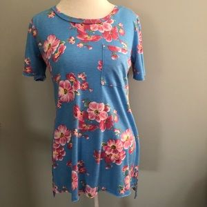 Like New floral top.
